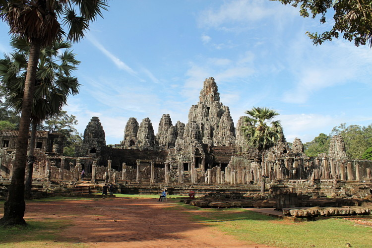 Backpacking in Southeast Asia highlights: Best temple - Bayon, Cambodia