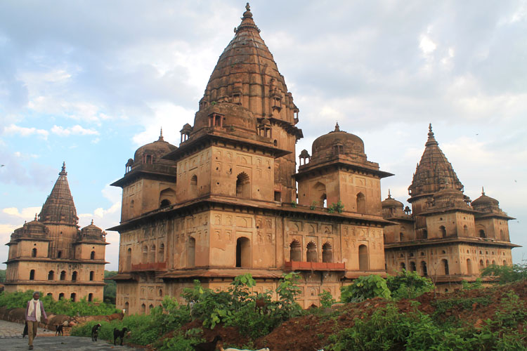 The best ancient temples and ruins in Asia -- the chhatris in Orchha, India