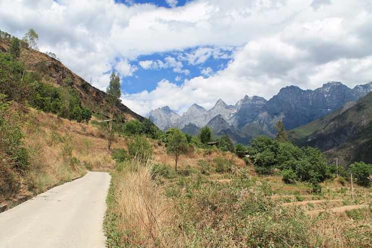 The start of Tiger Leaping Gorge trek, Yunnan, China