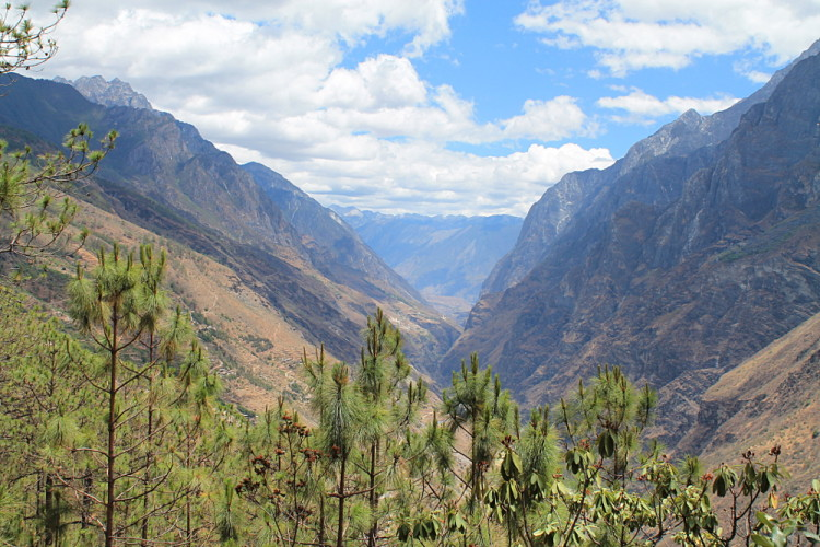 A great view along the Tiger Leaping Gorge trek in Yunnan, China