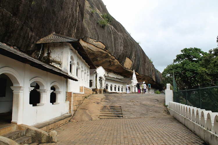 If you're backpacking in Sri Lanka make sure you visit the cave temples of Dambulla
