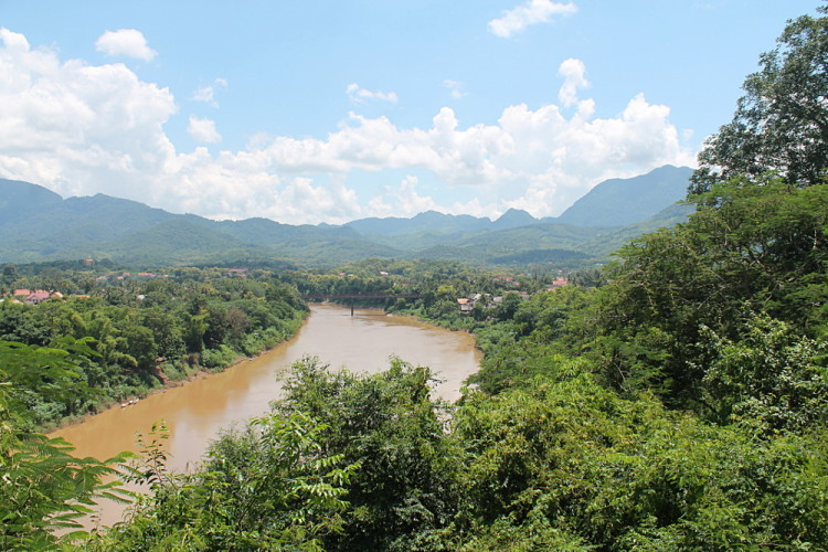 The view of the Nam Khan River from Phou Si