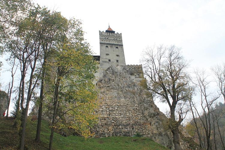 bran-castle-garden