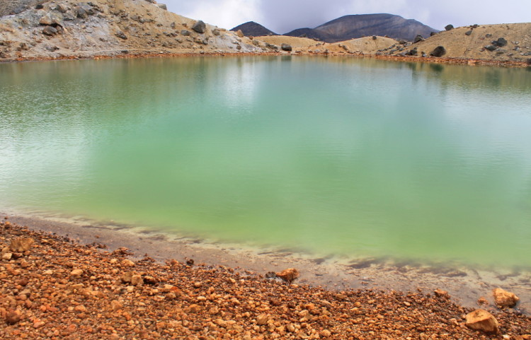 An emerald lake along the Tongariro Crossing Track, New Zealand