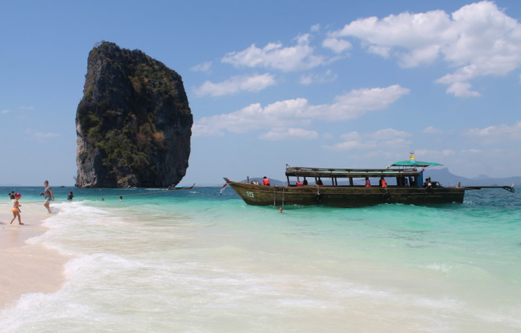 a beach on Koh Poda, part of the island hopping in Krabi tour