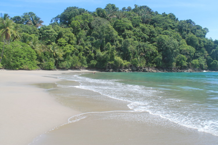 Playa Espadilla - a highlight during our week of budget backpacking in Costa Rica