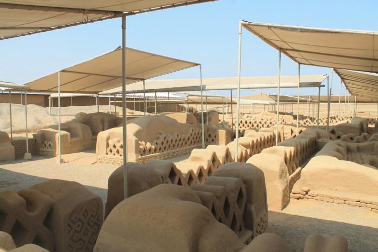 Desert ruins in northern Peru: Chan Chan walls