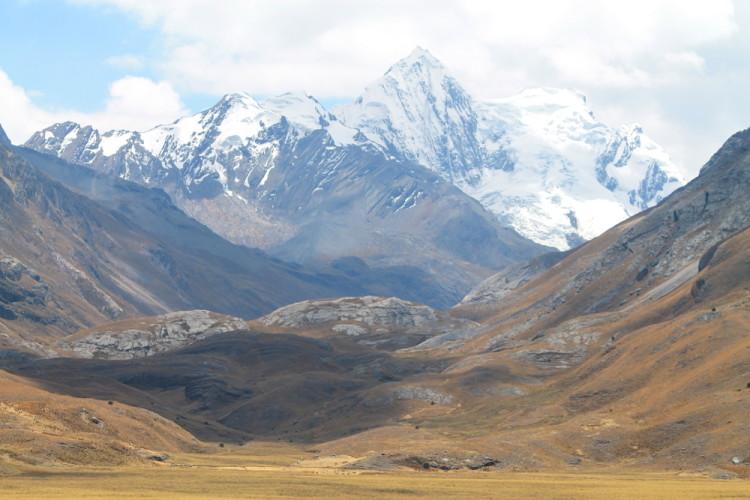 day-tour-huaraz-peru-mountains