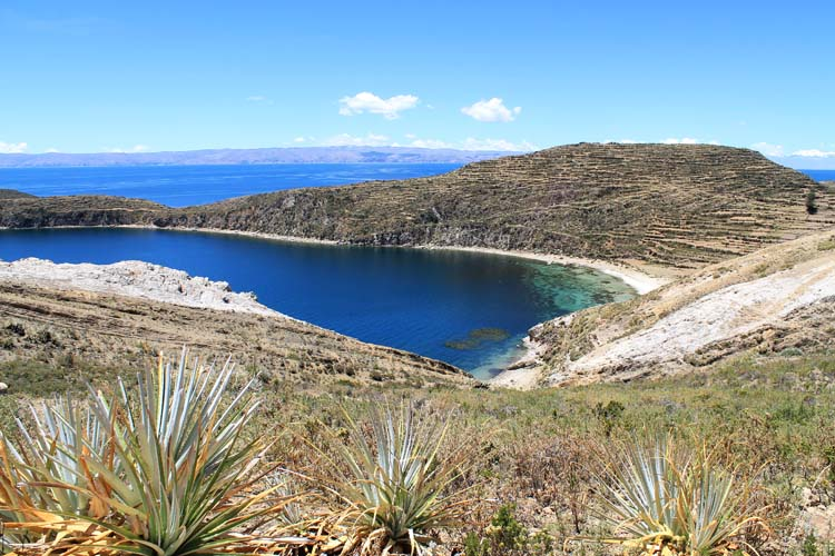 Hiking Isla del Sol, Bolivia: The clear blue water of Lake Titicaca