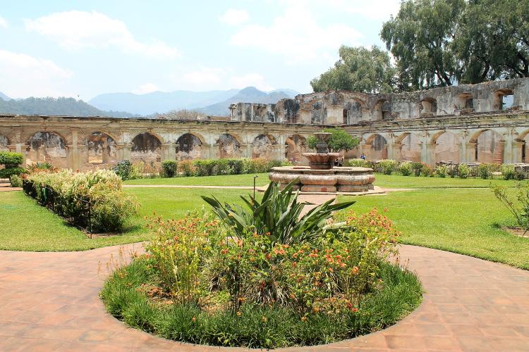 santa-clara-convent-antigua-guatemala