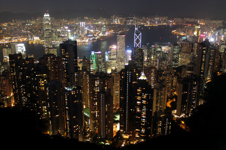 Backpacking in Hong Kong: The city at night