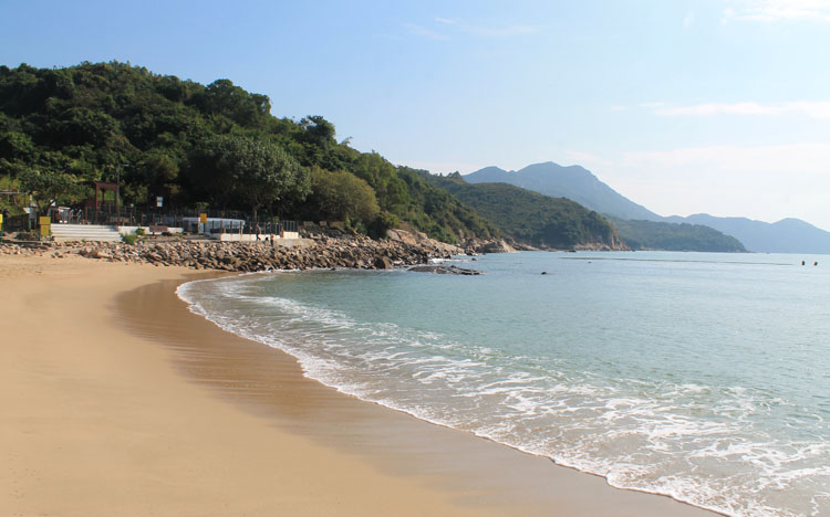 Backpacking in Hong Kong: A beach on Lamma Island