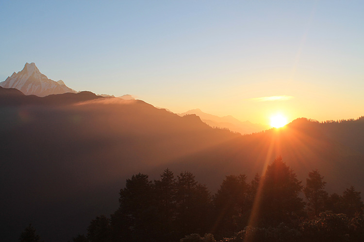 The 4 day Poon Hill Trek, Nepal : Sunrise at Poon Hill