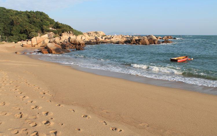 The best beaches in Hong Kong: Shek Pai Wan Beach Lamma Island