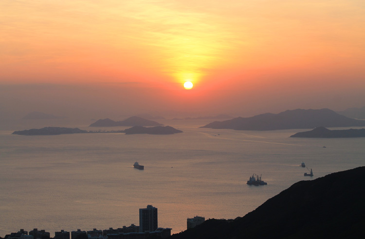 Backpacking in Hong Kong: A sunset on Victoria Peak