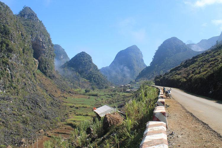 Dong Van to Meo Vac along the Ma Pi Leng Pass: Limestone mountains