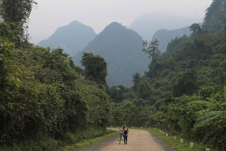 cycling-to-paradise-cave-vietnam