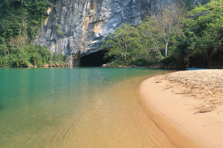 phong-nha-cave-entrance
