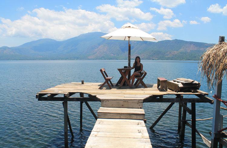 Lunch at Lago de Coatepeque, El Salvador
