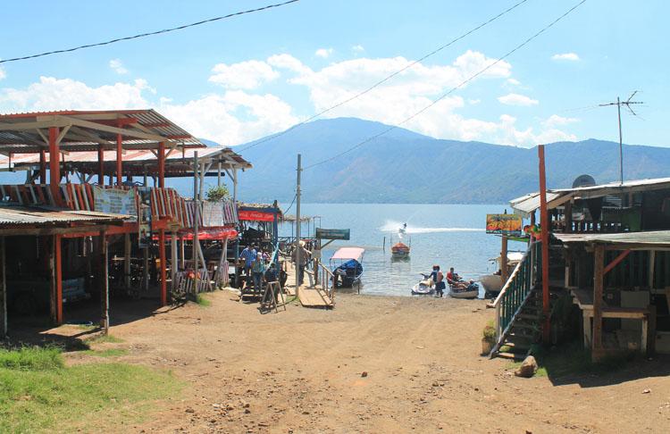 Walking around Lago de Coatepeque, El Salvador