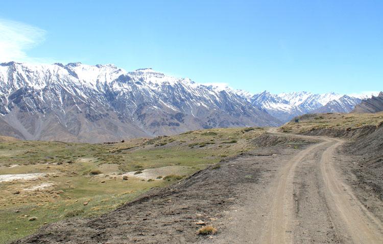 mountain-road-spiti-india-kibber