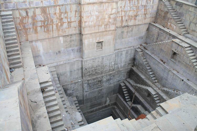 The streets of Bundi, Rajasthan, India -- free stepwells