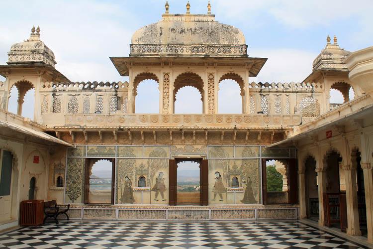 city-palace-museum-udaipur