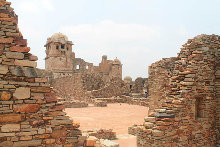 palace-ruins-chittorgarh