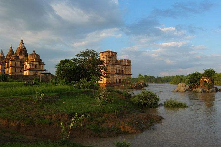 bewa-river-ruins-orchha