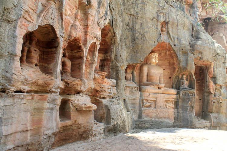 gwalior-fort-jain-statues