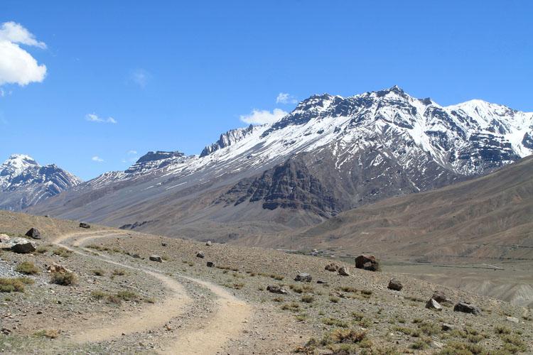 hiking-to-ki-monastery