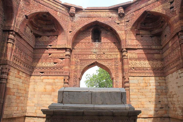 qutb-minar-tomb-delhi