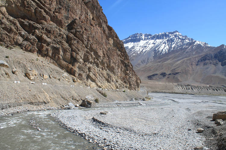 spiti-river-mountains