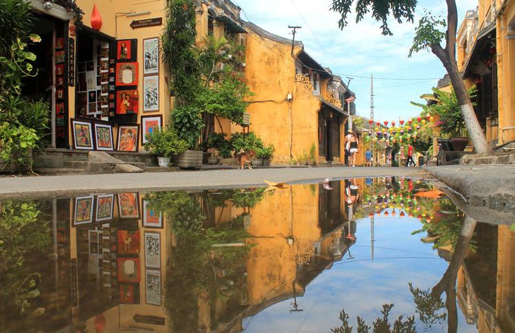 hoi-an-old-town-reflectioin