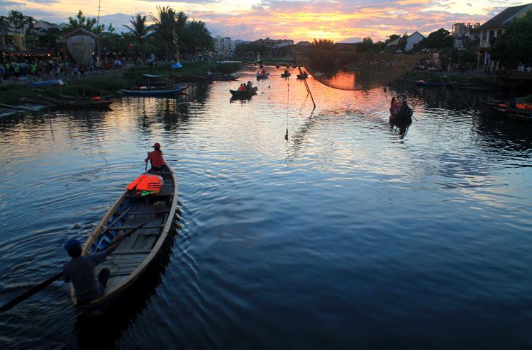 sunset-bridge-hoi-an-vietnam