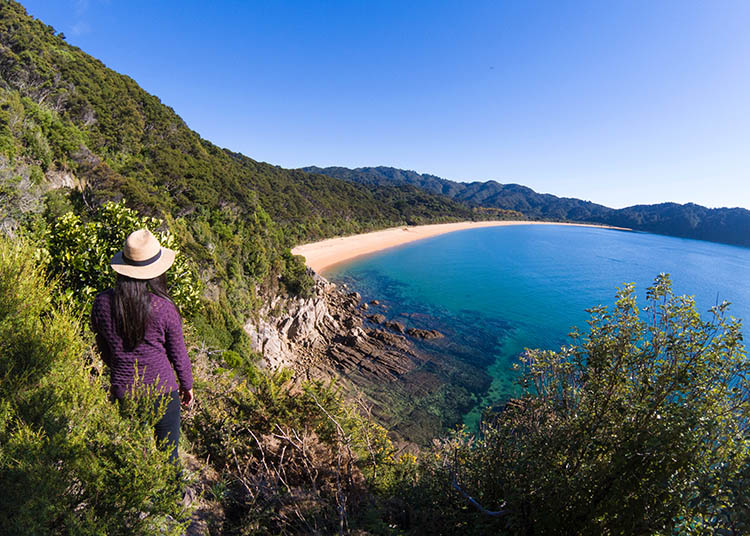 The ultimate day hike in Abel Tasman National Park: Totaranui Beach from above