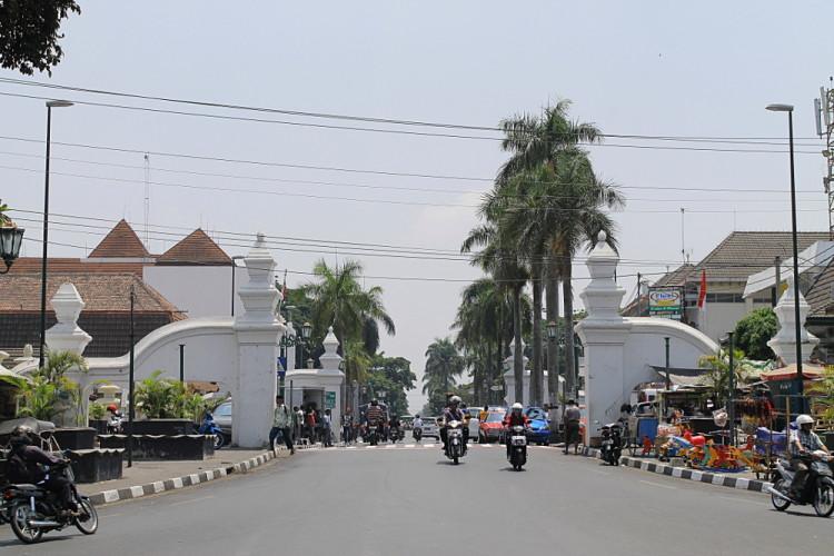 A week Java itinerary: A busy street in Jogjakarta