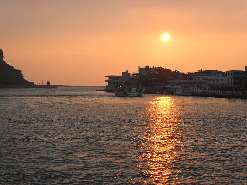 A sunset after seeing monkeys in Kaohsiung, Taiwan