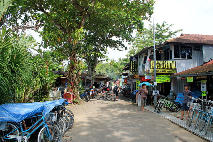 Pulau Ubin town, a place to eat lunch and hire a bicycle