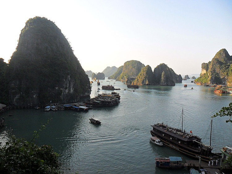 Backpacking in Vietnam: Ha Long Bay