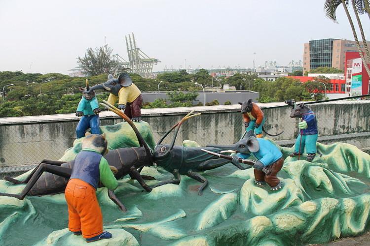 Fighting crickets at Haw Par Villa, Singapore