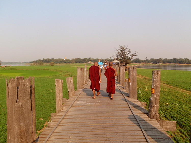 Monks on the teak bridge in Amarapura, one of the old capitals in Mandalay, Myanmar