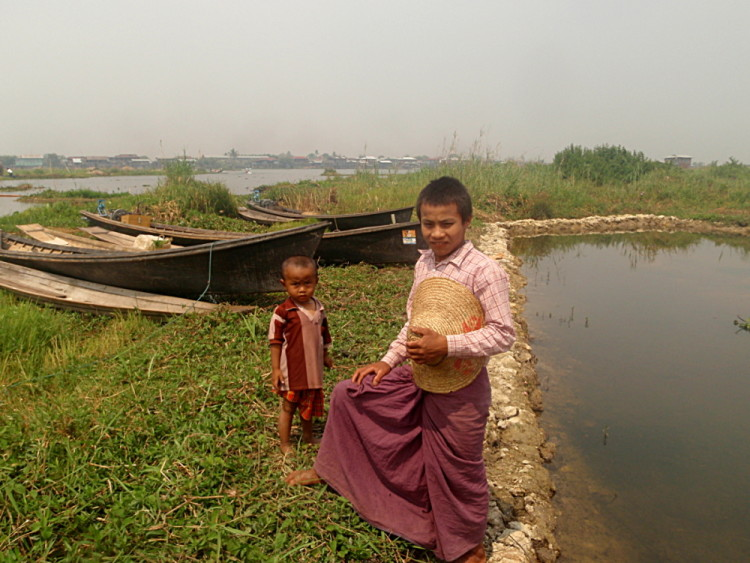Children at Inle Lake, Burma (Myanmar)