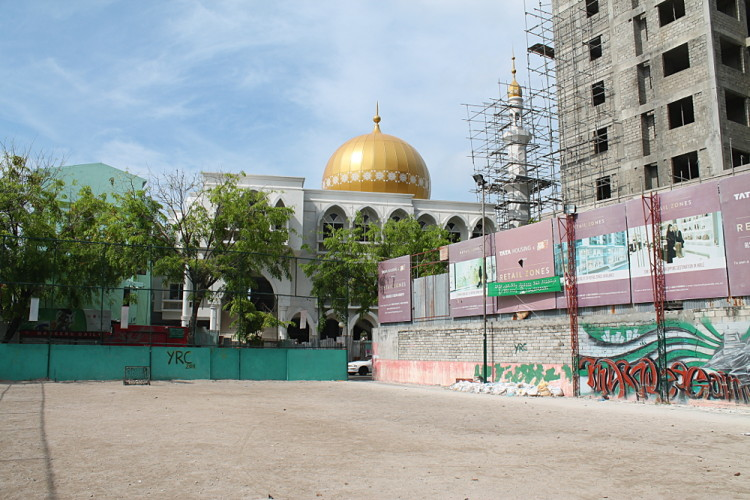 a day in Malé - the mosque