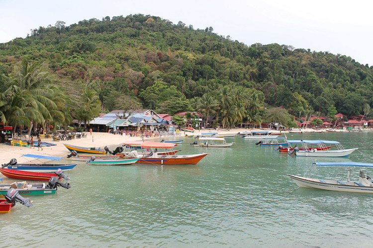 lots of boats at coral bay, perhentian Kecil, the worst island in Malaysia