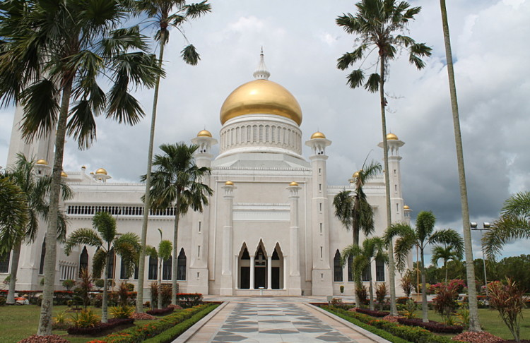 Things to do in Brunei: Sultan Omar Ali Saifuddin Mosque in Bandar Seri Begawan, Brunei