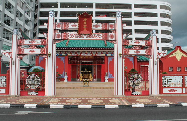 Things to do in Brunei: Chinese temple
