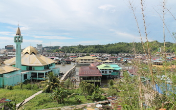 The view of Kampong Ayer, the largest water village in the world