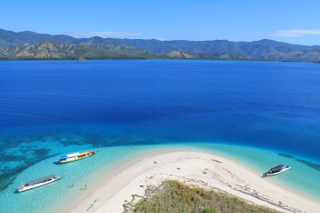 Backpacing in Indonesia - a view of the 17 islands marine park in Riung, Flores