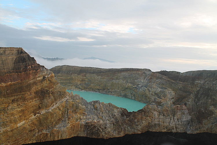 black-blue-lakes-kelimutu